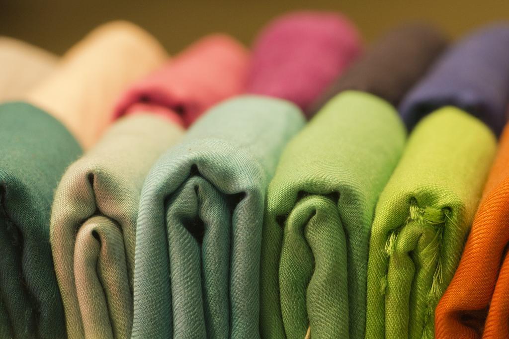 comment raviver les couleurs d'un tissu ? - les astucieux - Comment Raviver Les Couleurs D Un Tapis
