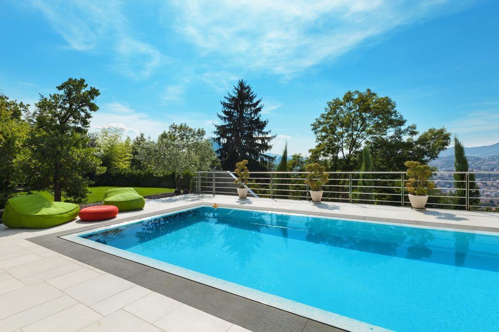 baisser le ph d 39 une piscine les astucieux. Black Bedroom Furniture Sets. Home Design Ideas