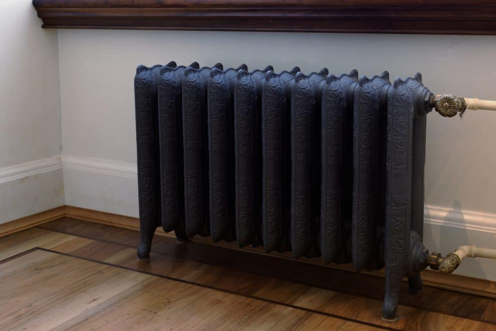 comment d crasser un vieux radiateur en fonte. Black Bedroom Furniture Sets. Home Design Ideas