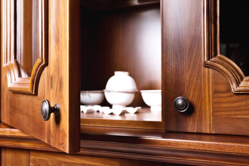 en finir avec les odeurs dans les placards les astucieux. Black Bedroom Furniture Sets. Home Design Ideas