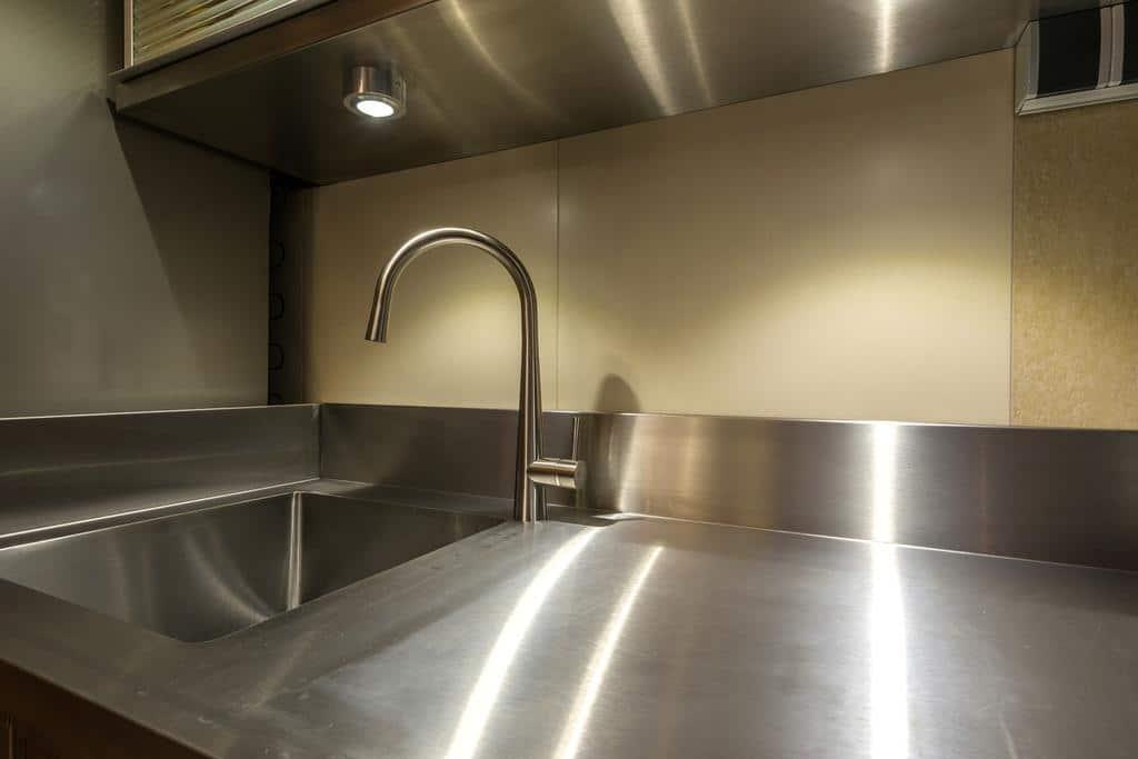 comment enlever des traces de rouille sur de l inox. Black Bedroom Furniture Sets. Home Design Ideas