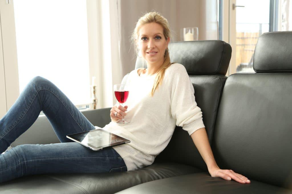 comment d tacher du vin rouge sur du cuir. Black Bedroom Furniture Sets. Home Design Ideas
